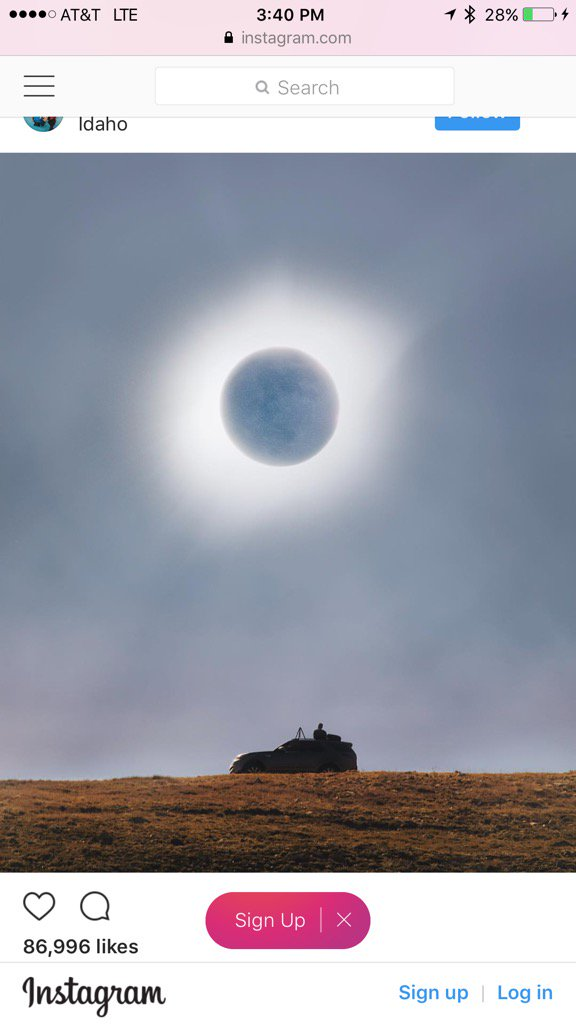 Here is one of the coolest shots I have seen so far. Over exposed right at the moment of totality. by Alex Strohl. https://t.co/1SVrOVLiUn