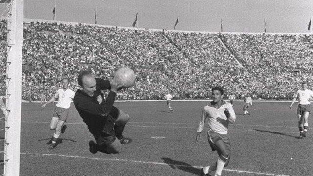 Garrincha é homenageado com feriado em cidade da Baixada Fluminense. https://t.co/SrC9w1rBUw