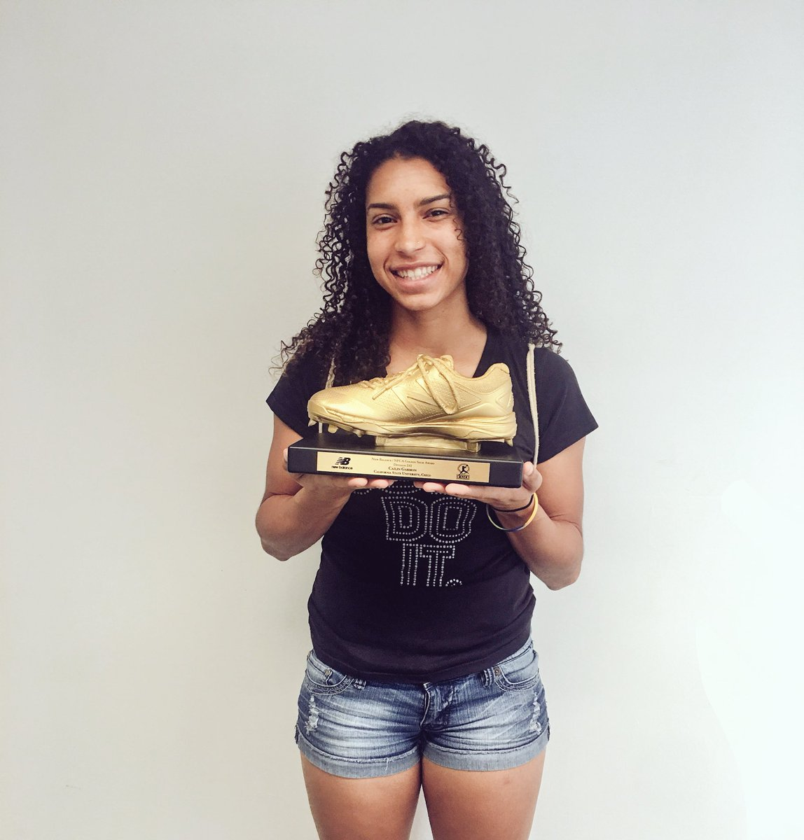 Someone came in to pick up their New Balance Shoe Award. 53 stolen bases on the season while missing 15 games from an injury #legend  <br>http://pic.twitter.com/1h46SxjgYT