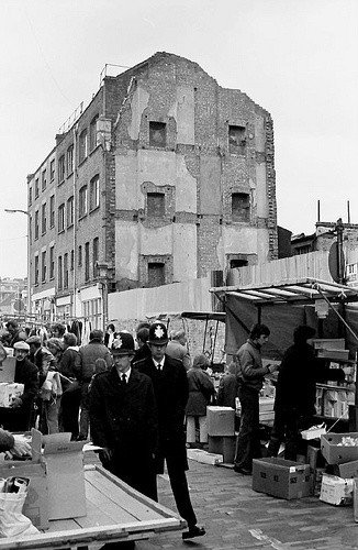 #Police constables on foot patrol in Sclater Street, #Shoreditch<br>http://pic.twitter.com/vK9wVHzVfP