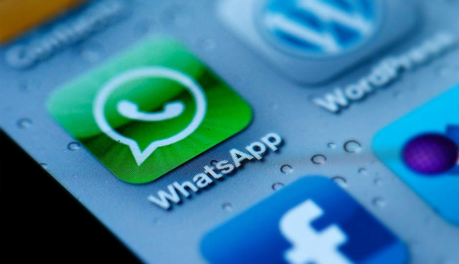 #WhatsApp user #data may still be vulnerable. Here&#39;s how  http:// bit.ly/2inzDGW  &nbsp;   (news via @digitindia)  #security #tech #messaging <br>http://pic.twitter.com/R12rSTnNHI