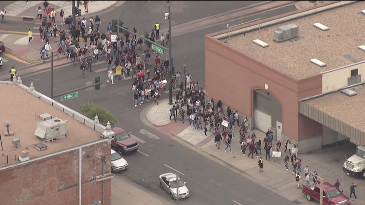 #Breaking : Students at Denver schools are walking out of classes in protest of#DACA  announcement WATCH:https://t.co/fYKBG4jvCA