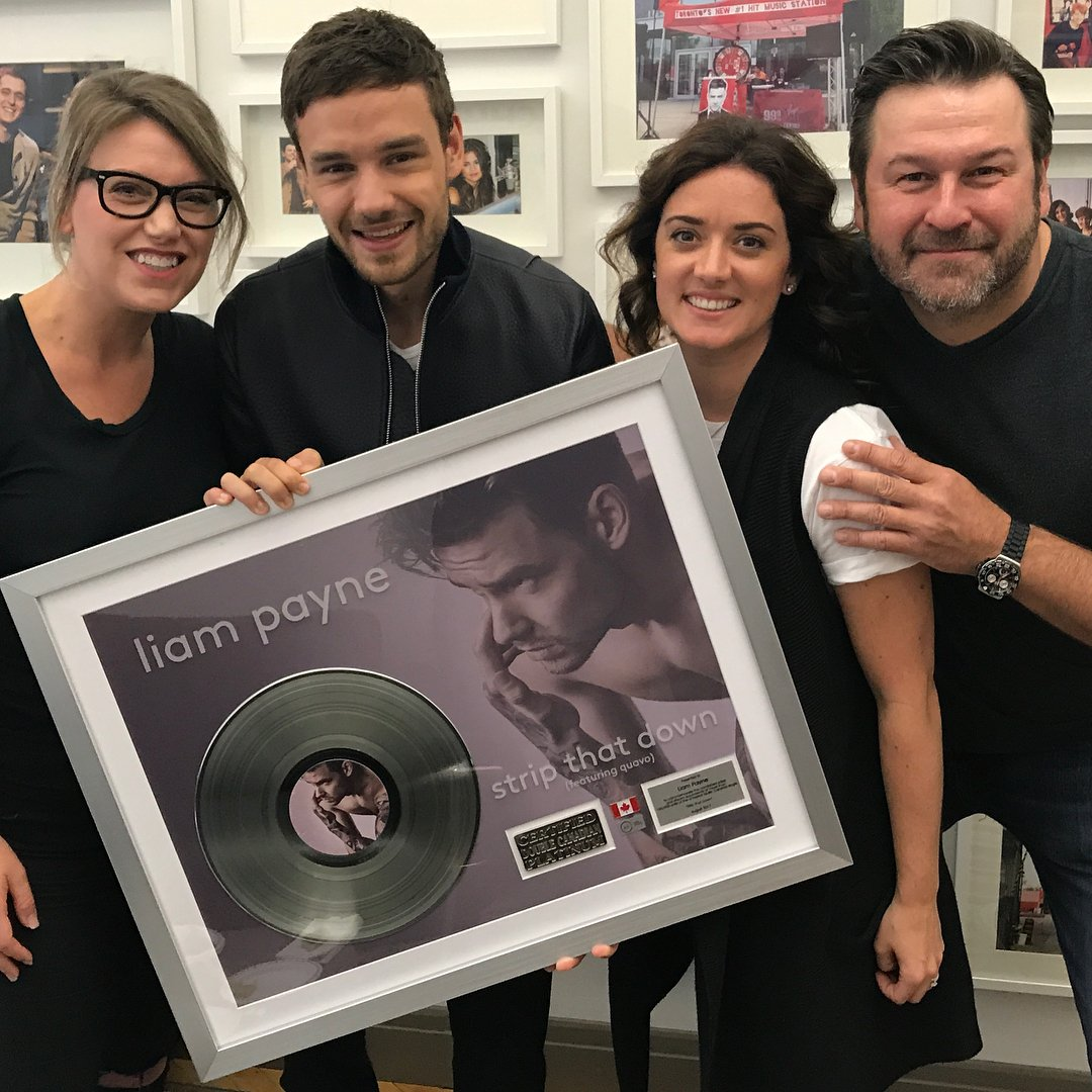 Congrats to #LiamPayne on his single, #StripThatDown going DOUBLE PLATINUM in Canada! 👏🇨🇦❤️