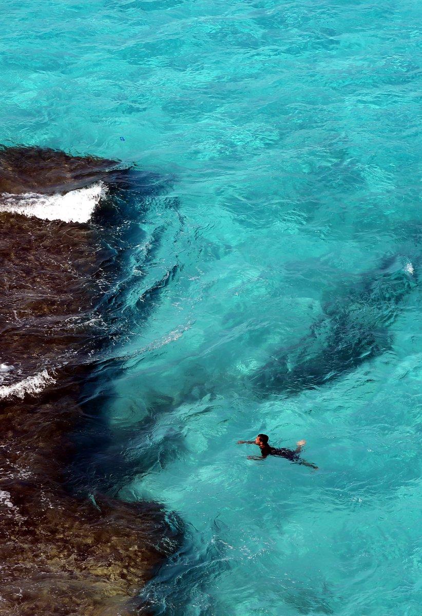 ده لون المياه في مرسى مطروح .. في جزر في المحيط بتجيب ملايين السياح بصورة زي دي بس https://t.co/nTCTZuzfIQ