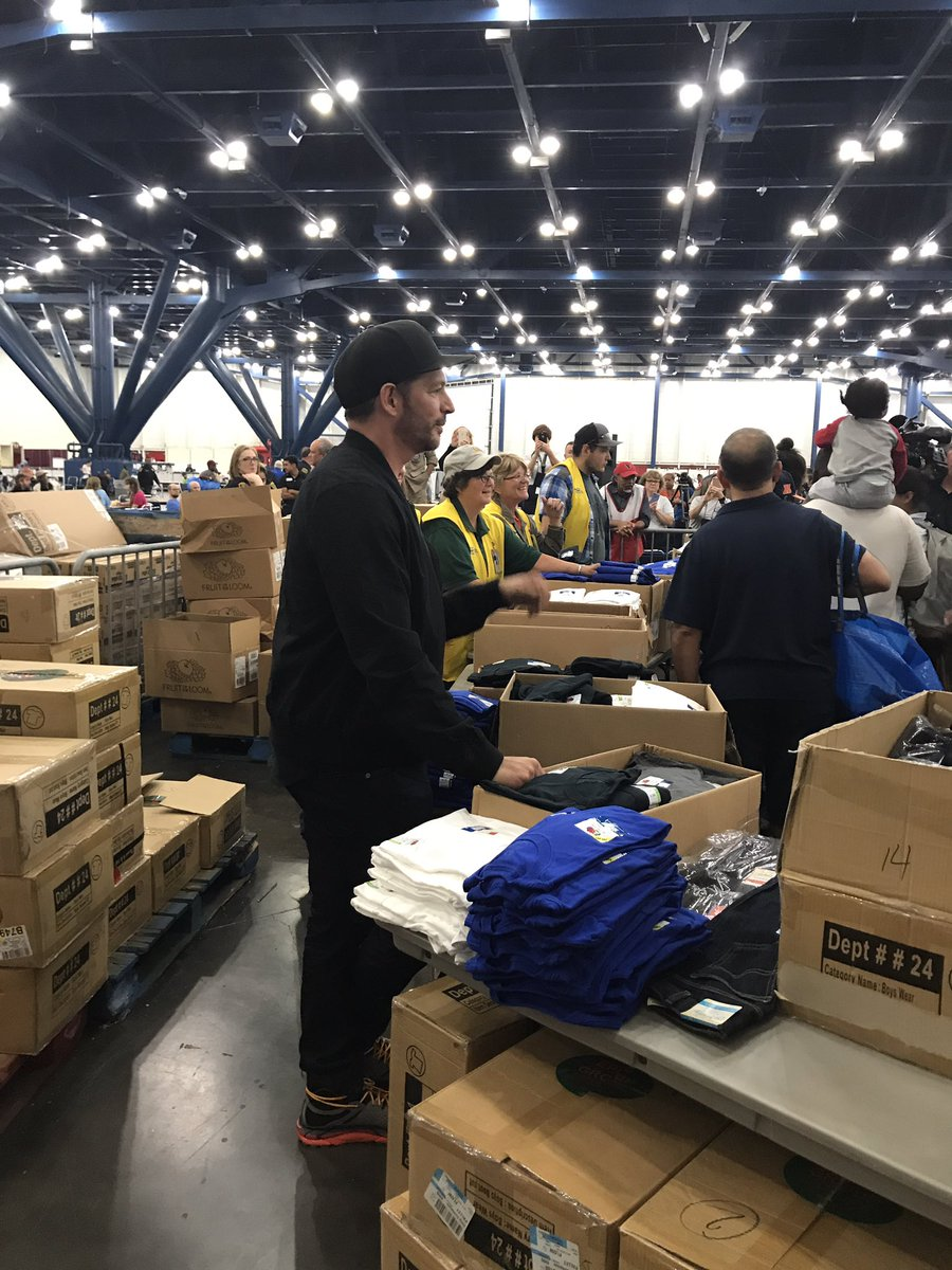 harryconnickjr stopped by grb shelter to work at walmart pop up free shop handed out clothing supplies to folks here houstonstrongpictwittercom