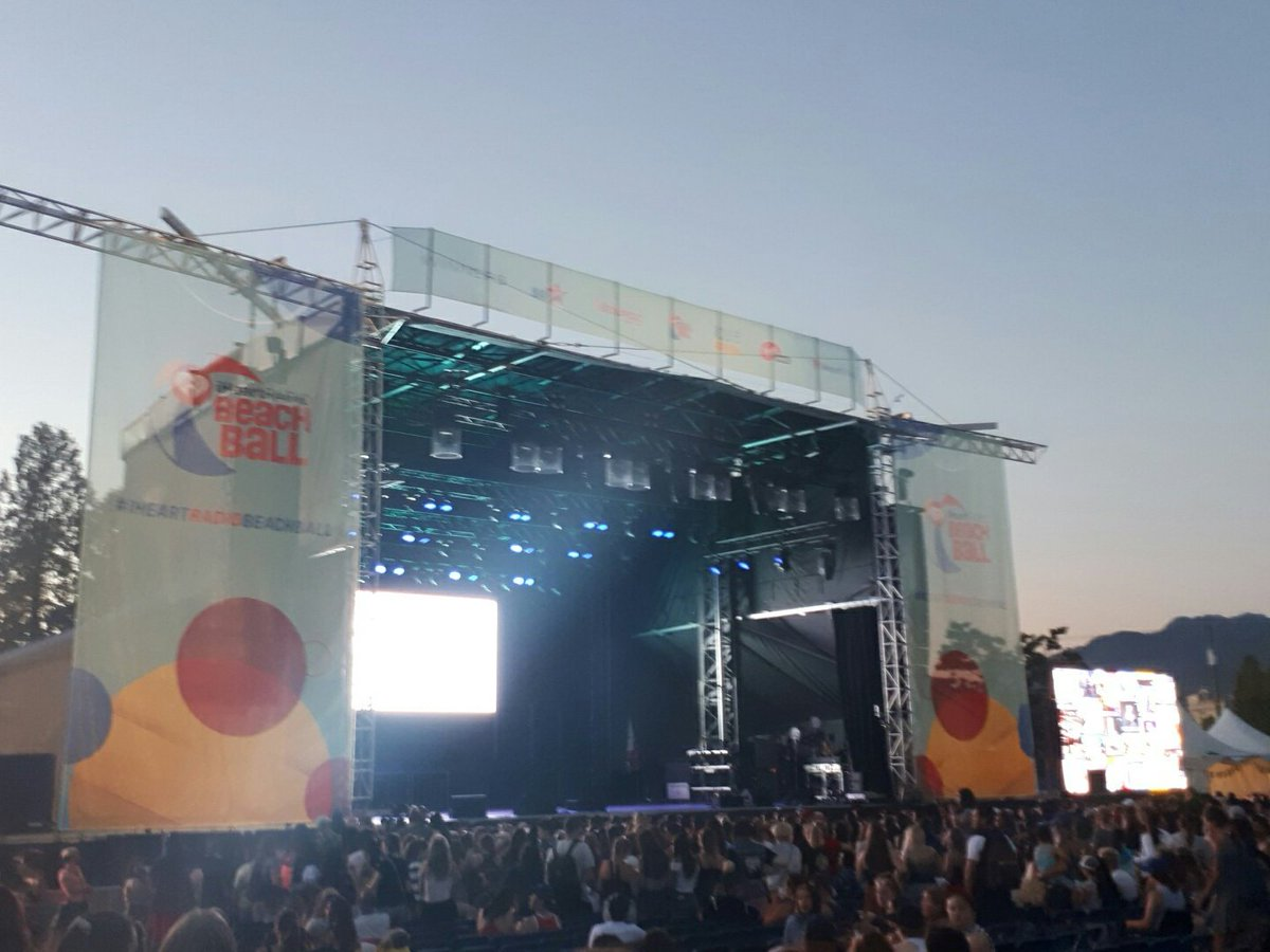 Liam Payne about to take the stage at IHeartRadio Beach Ball #TheFair https://t.co/ijVKoK5Mjy