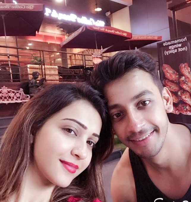 #JioPagla fun time along with crazy shoot schedule @bonysengupta how was the food btw 😋😋 https://t.co/LLbqlyBfhk