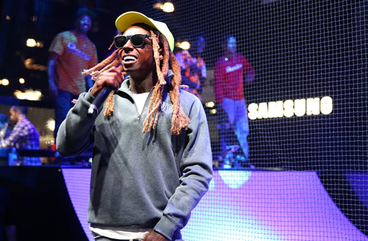 Lil Wayne reportedly hospitalized for multiple seizures. https://t.co/YE1GYBZ75v https://t.co/UiD40dz1v0