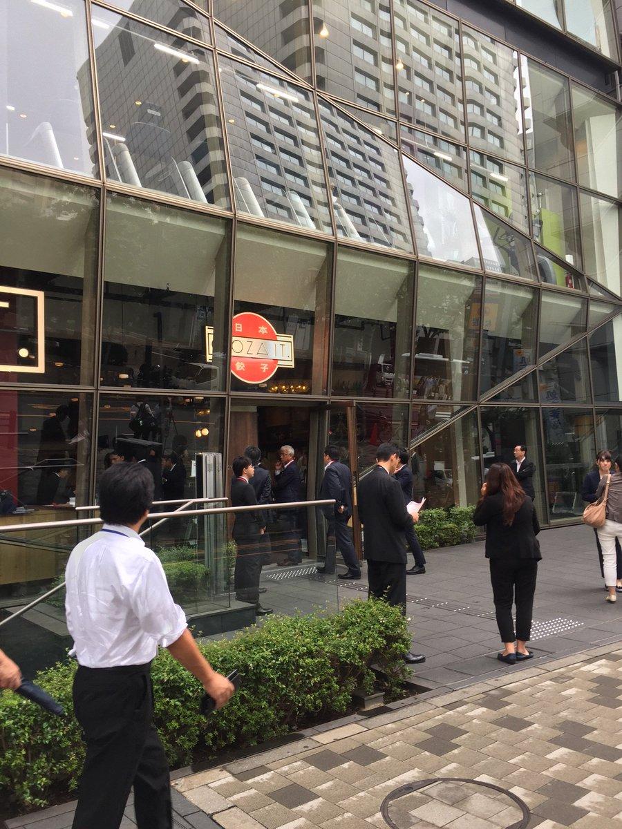 赤坂「GYOZA IT」の試食会、やたら報道陣が多いと思ったら、嵐の櫻井翔が登場したみたい。 https://t.co/aLJrTh0hAn