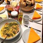 Guess today's breakfast theme @elinvar_de 🍳🥓🍞☕️ 🇦🇺 #treatyourteam #feedyourteam