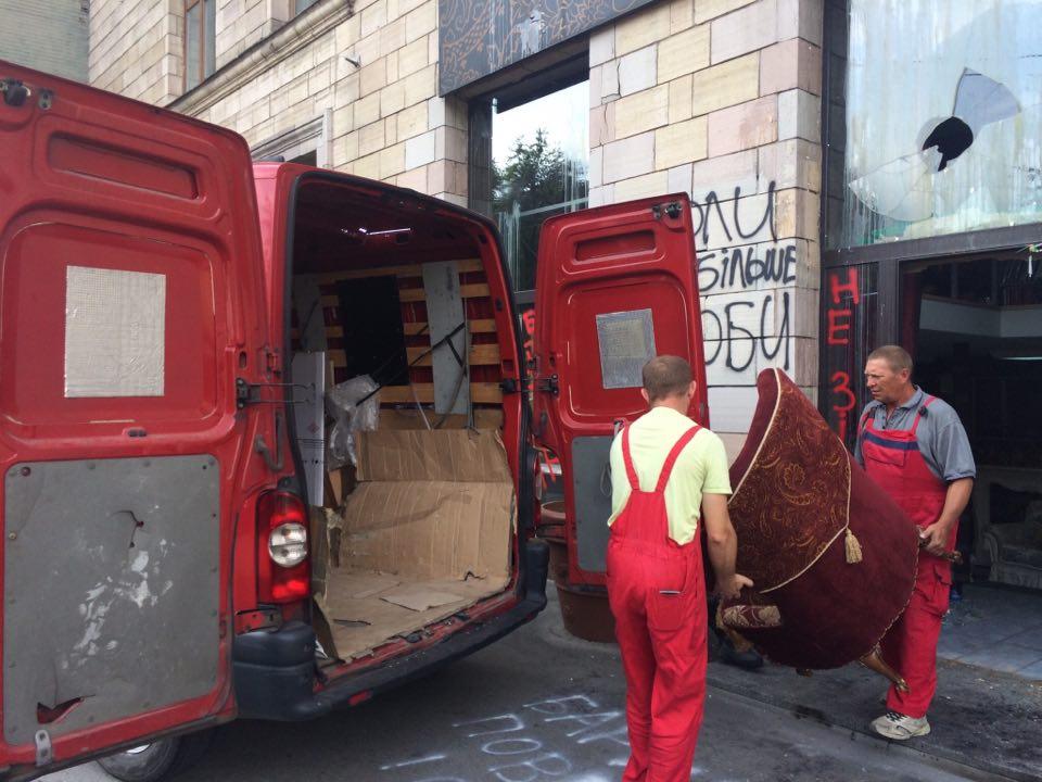 После решения официальных и организационных вопросов граффити на Грушевского будет восстановлено, - автор после встречи с министром Нищуком - Цензор.НЕТ 3599
