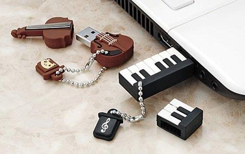 【楽器柄USBメモリー】バイオリンとピアノのキーホルダー?と、思いきや、開けるとUSBメモリーに!プレゼント用に大変ご好評です。柔らかいシリコン製。容量は4GB(・θ・)ノ各2,500円 https://t.co/qk0C6wGeMb