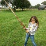 7歳の少女が伝説の剣エクスカリバーを発見!?新たな王の誕生か?!