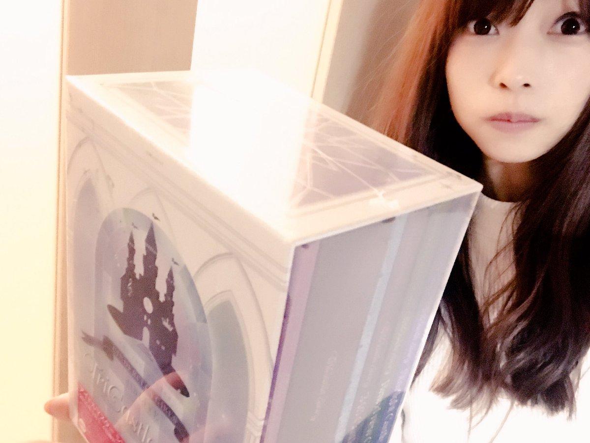 【デレマス】立花氏は鈍器を所持し「まじで!魔法かかるんスよ!!」などと発言しており、引き続き『THE IDOLM@STER CINDERELLA GIRLS 4thLIVE TriCastle Story Blu-ray BOX』の調査を進める方針です。現場からは以上です。 pic.twitter.com/Id8v3KkEzj