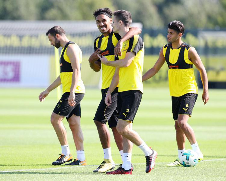 Gonzalo #Castro, Pierre-Emerick #Aubameyang, Julian #Weigl, Mahmoud #Dahoud &amp; Roman #Weidenfeller in training session on 4 September.  <br>http://pic.twitter.com/OkdWa3zUOa