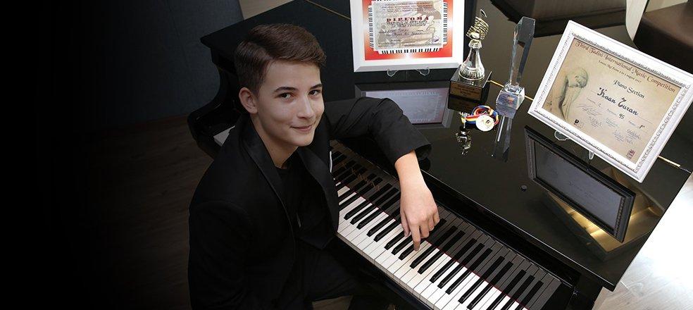 13 yaşındaki Türk piyanist dünya birincisi oldu   https://t.co/m4UgaeQjox https://t.co/w7TMZbsa5J