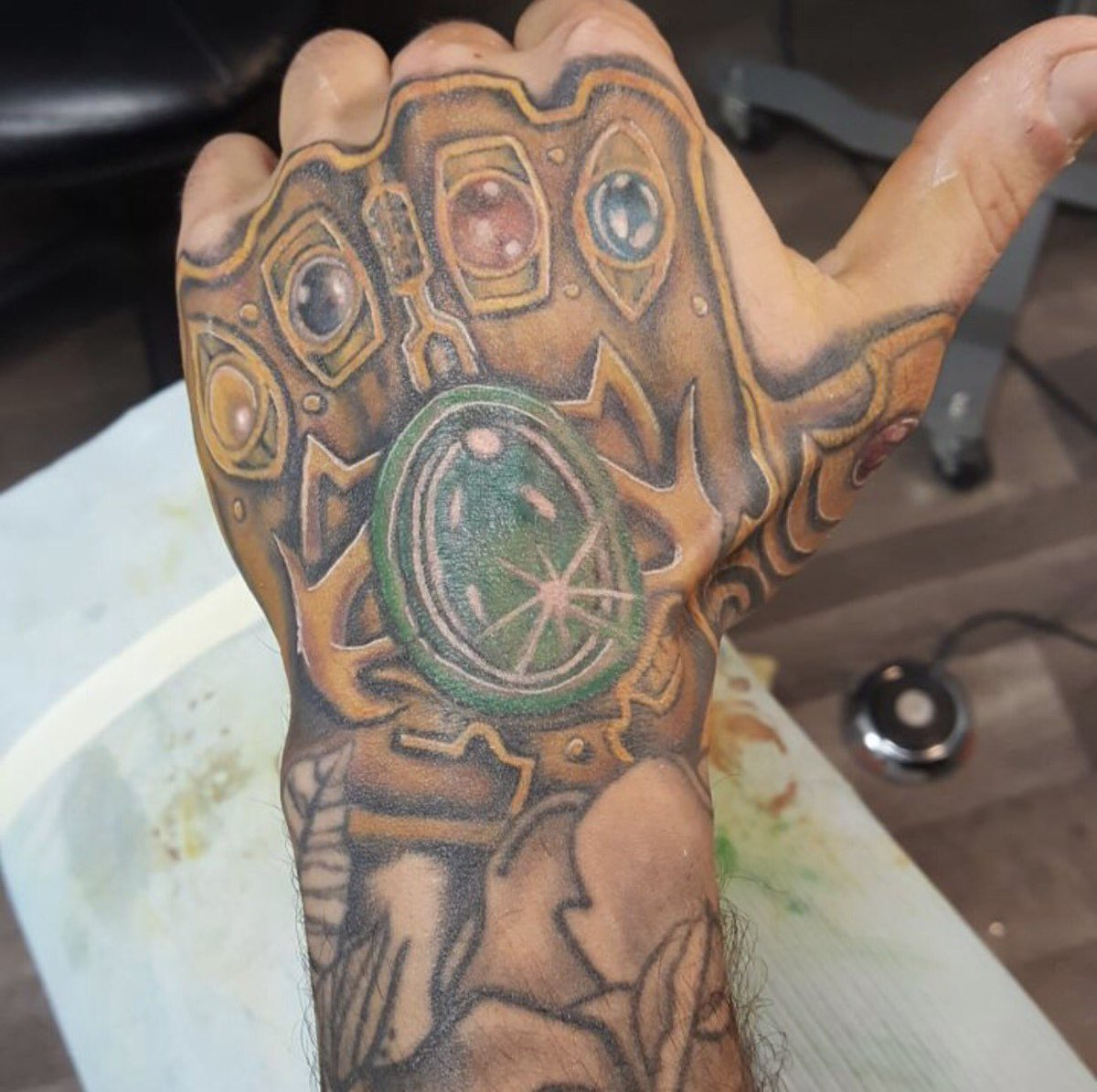 12 marvel tattoos dentelle blanche bracelets henn 233 tattooforaweek com tatouage. Black Bedroom Furniture Sets. Home Design Ideas