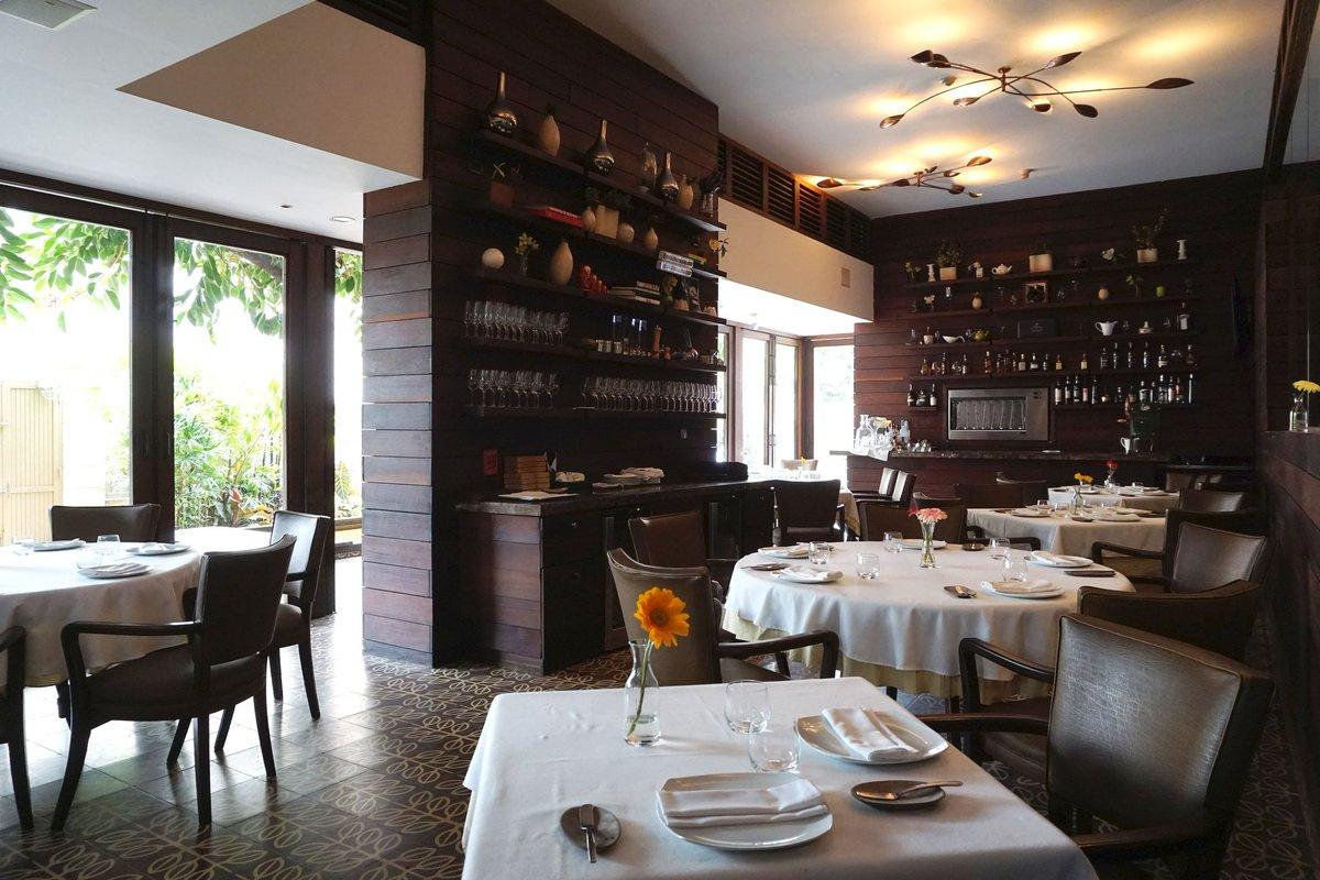 En Alto, la mesa se sirve para el almuerzo desde las 12 del mediodía hasta las 3 de la tarde y para la cena, partir de las 7 pm.
