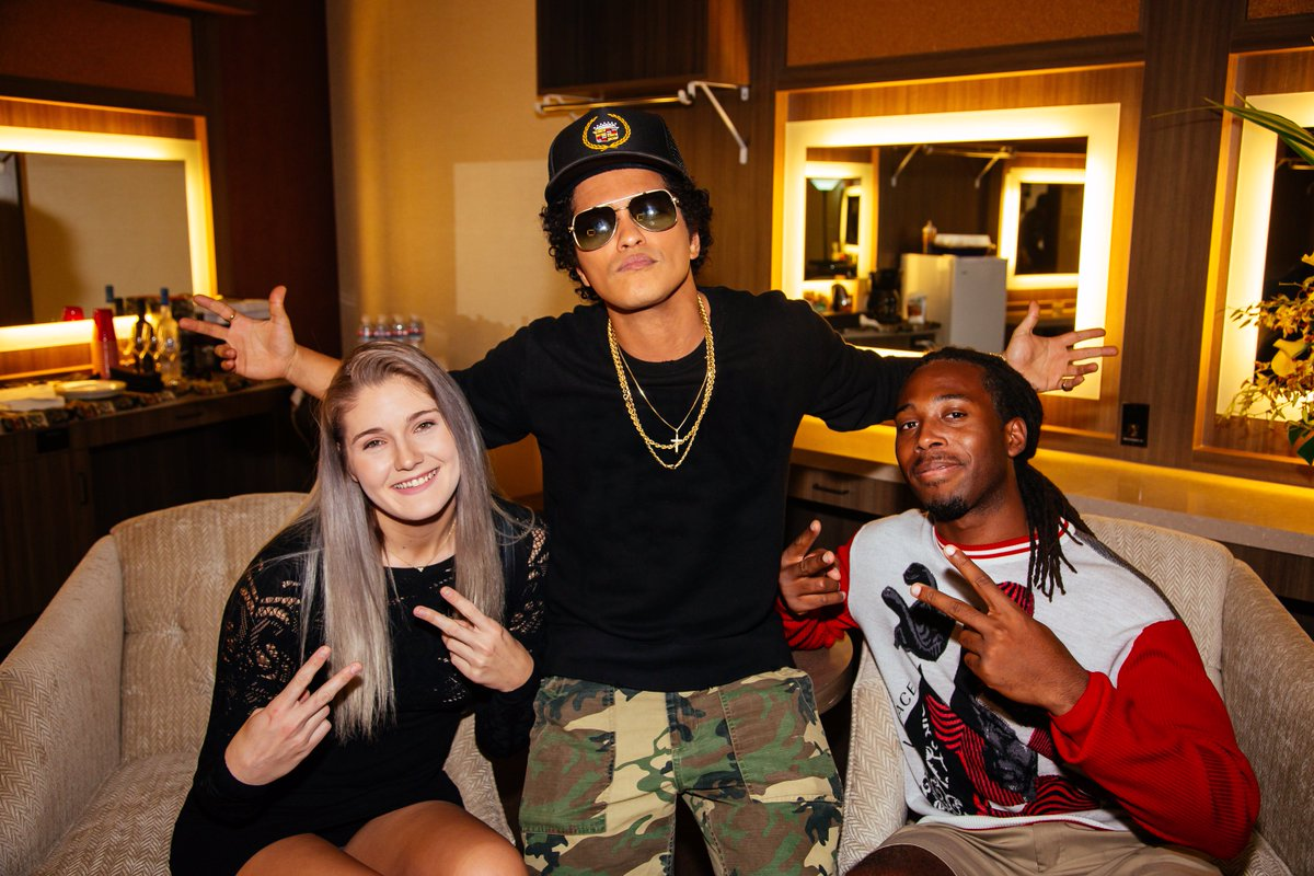 Iheartradio on twitter greatest day ever we set up iheartradio we set up iheartradio user gabrielle with a 10k shopping spree at versace and a meet and greet with brunomars httpstfiloxdmwuf m4hsunfo