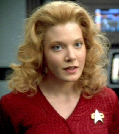 Happy Birthday, Jennifer Lien (Kes, Voyager). You and I share the same birthday today.