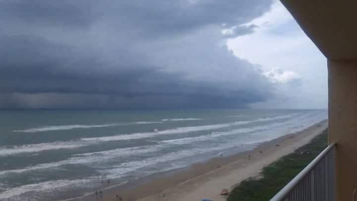 Доузбережжя США наближається потужний ураган Харві