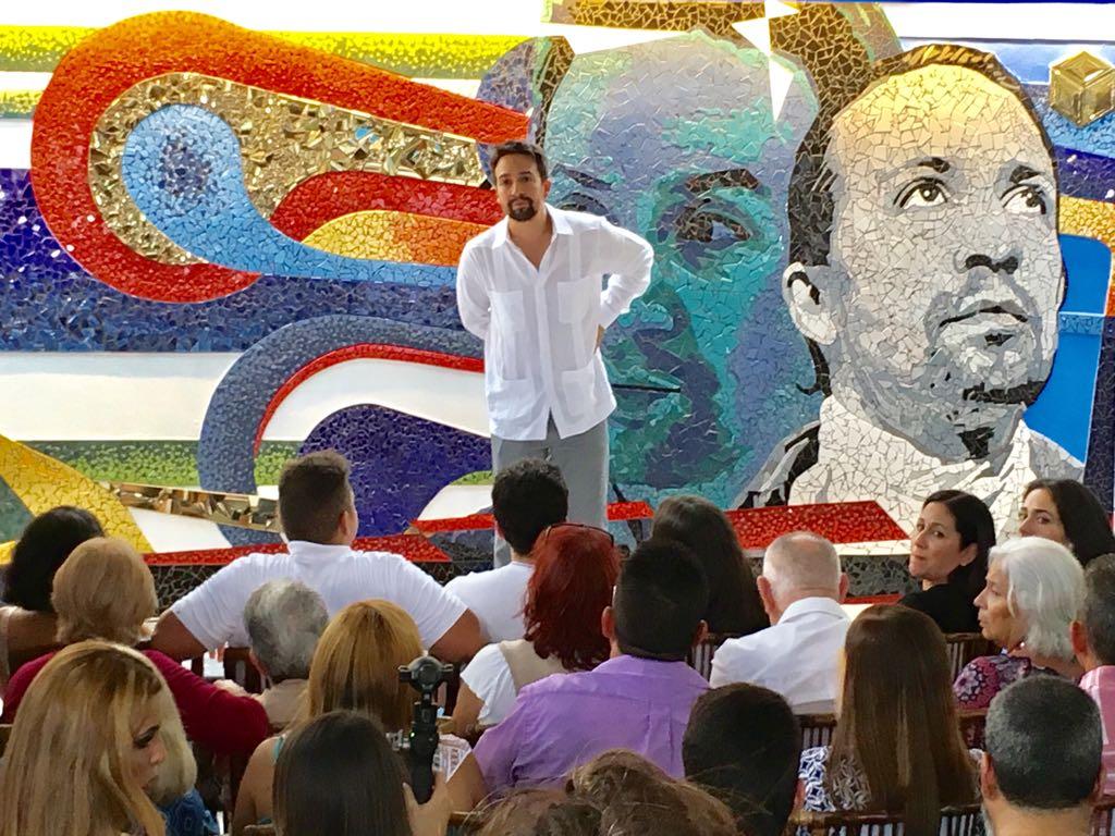 [GALERÍA] Levantan mural en honor al abuelo de @Lin_Manuel. https://t.co/SrnihBhLX0 https://t.co/UtDMwgfqyW