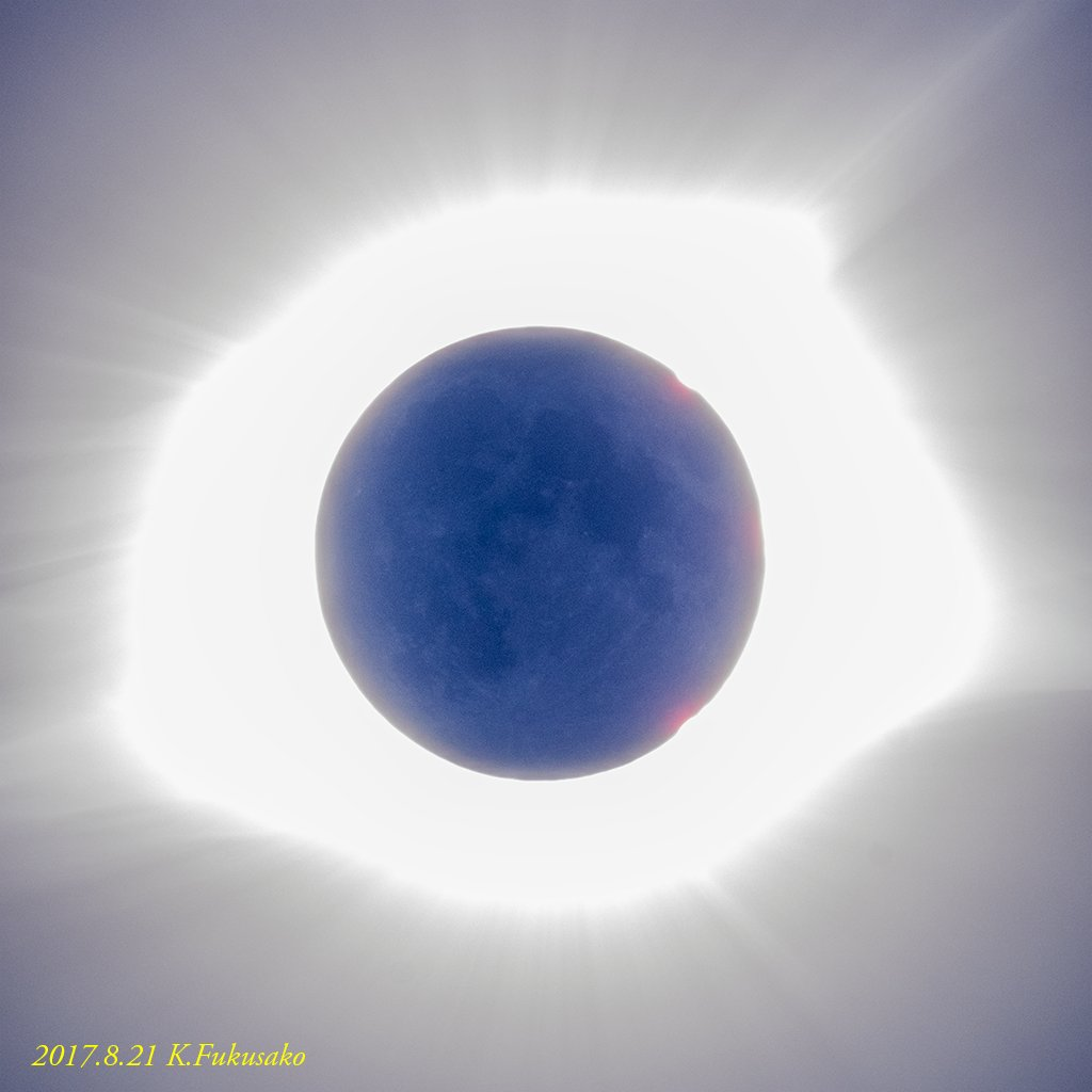短い時間でバタバタやるもんじゃない...と、皆既日食中の月、修正版(1枚撮)。月齢0 (2017/0821 11:34 現地時間) https://t.co/vTIXSYLThA