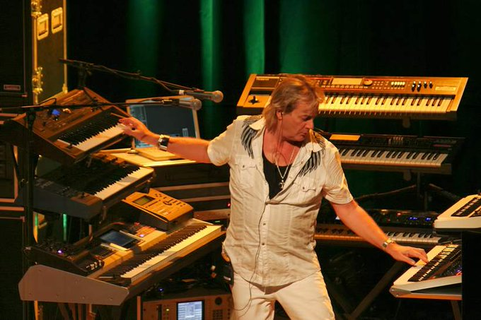 Geoff Downes is 65years old today. He was born on 25 August 1952 Happy birthday Geoff!