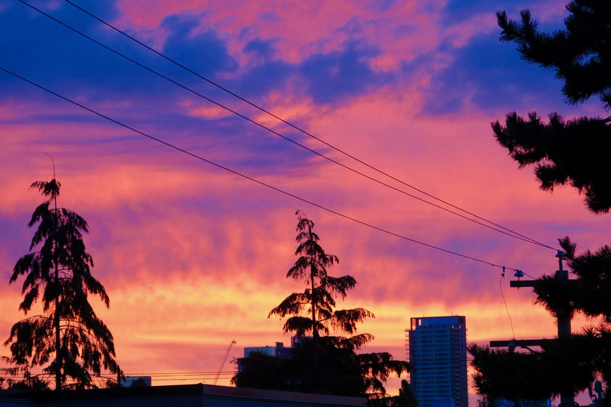 Blazing sunrise in #Vancouver right now! #lp https://t.co/C7jZNednGD