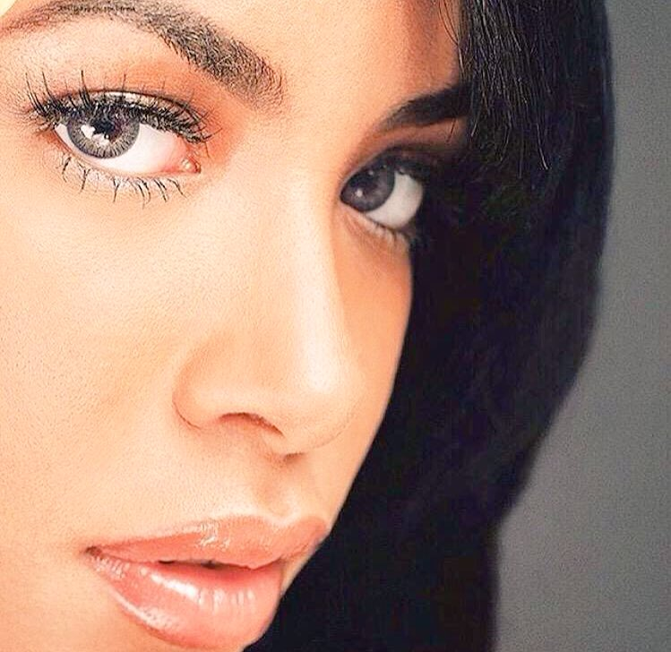 Forever in our hearts !! #aaliyah #Babygirl #Aaliyah16Years we miss you ! https://t.co/JNhJSbyMrk