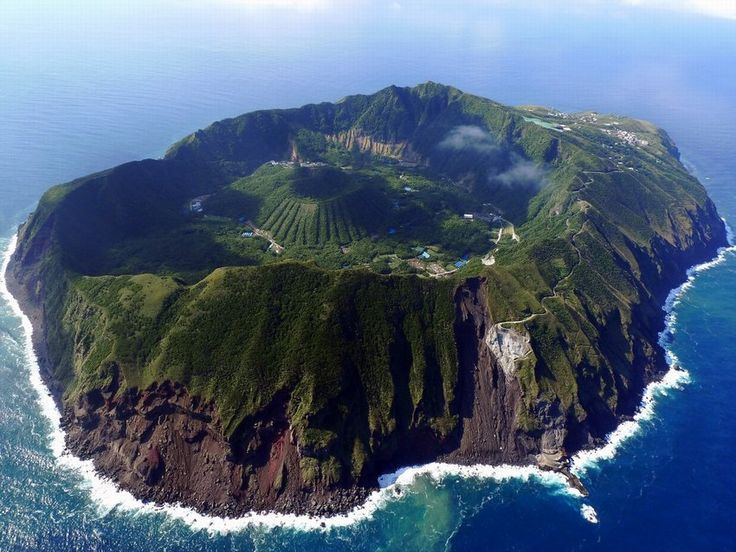 Beautiful #remoteisland #island in the middle of the pacific :) <br>http://pic.twitter.com/oCMTkeuoHA