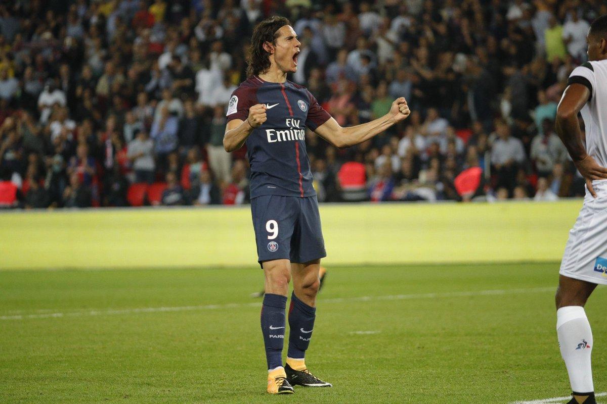 Edinson Cavani mengoleksi 5 gol dari 4 pertandingan