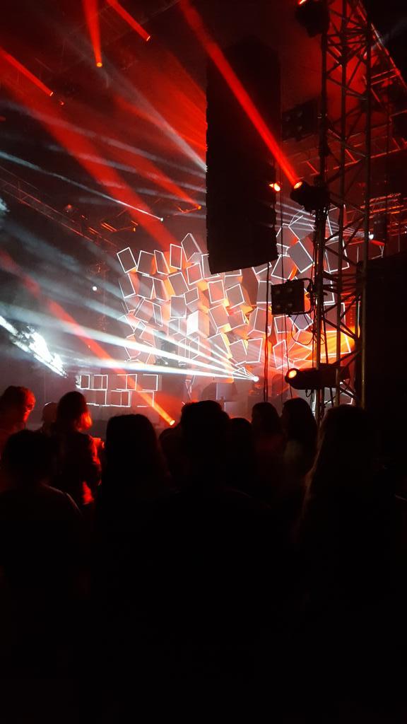 Ambiance électro géniale au moulin du roc avc  lindstrom ♡♡♡ https://t.co/Eo9VanffX5