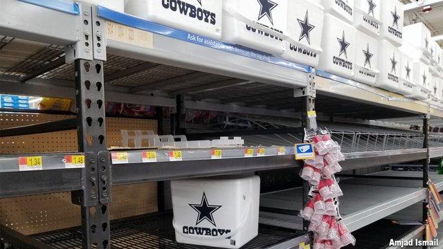 Houstonians refuse to buy Dallas Cowboys coolers during Hurricane Harvey https://t.co/ynYjMg9XnC https://t.co/kWSEkqzEbg