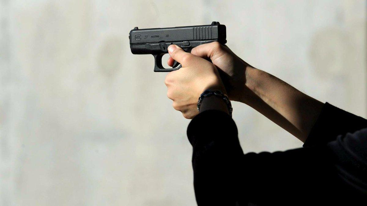 🔴 BREAKING NEWS - #Italie: #Fusillade dans un marché au centre de #Palerme. Le juge Andrea Cusimano, 30 ans tué.'