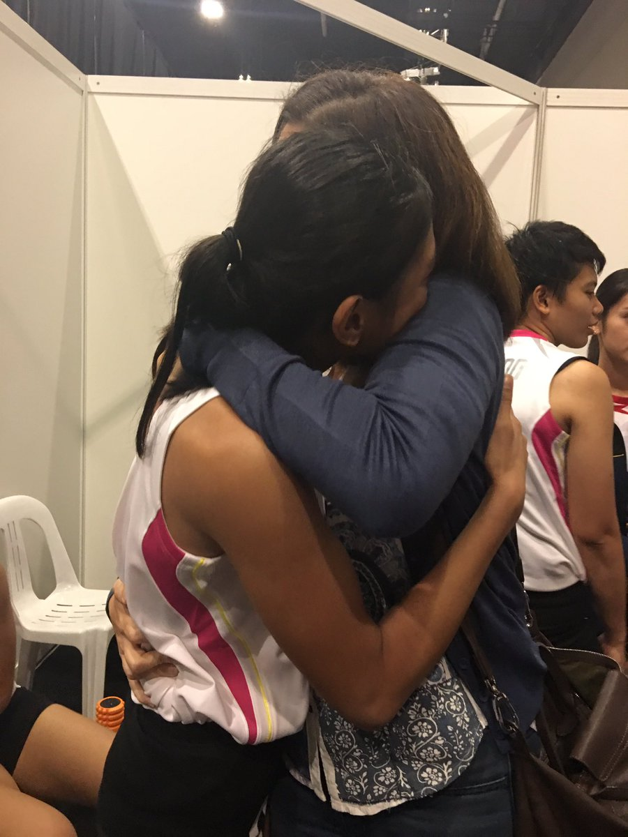 Pia Cayetano consoling a teary-eyed Alyssa Valdez after the loss https://t.co/YTEgzKlJkP