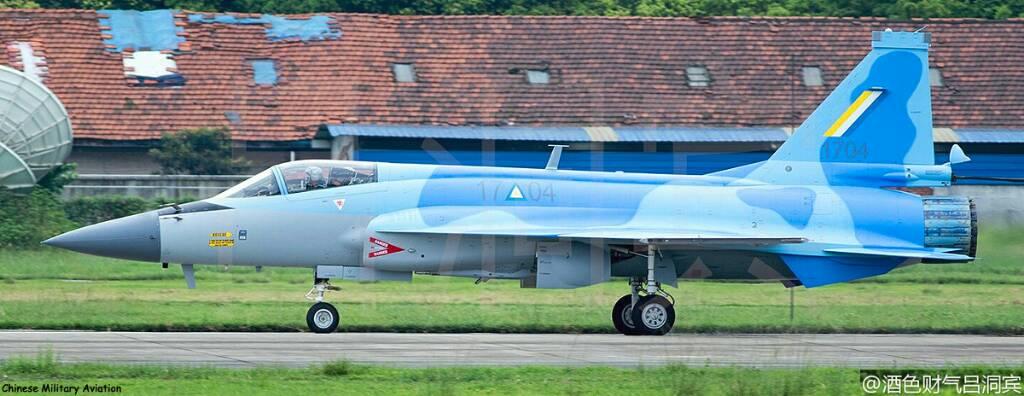 اول مقاتله مخصصه للتصدير الى ميانمار نوع FC-1/JF-17 تمت مشاهدتها في الصين  DIJKENvWsAAQrS5