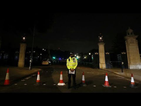 Buckingham Palace Knifeman from Luton shouted 'Allahu akbar' has been arrested by Anti Terror Police