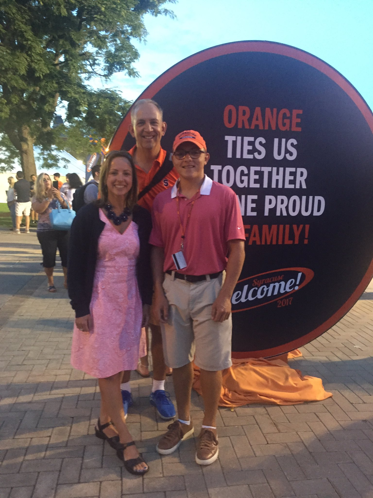 Great day at @SyracuseU for #SUWelcome & convocation.  Nicely done @SUFYTP!  Rolling out the #Orange carpet 4 new students & families ❤️🍊👍 https://t.co/wMY5JnLpqf