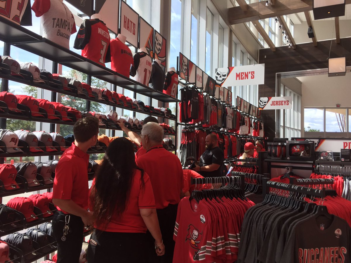 The all-new Bucs Team Store at  RJStadium is OPEN and looks amazing! You ve  got to check this place out on the West side of the  stadium!pic.twitter.com  ... 2f369c50898