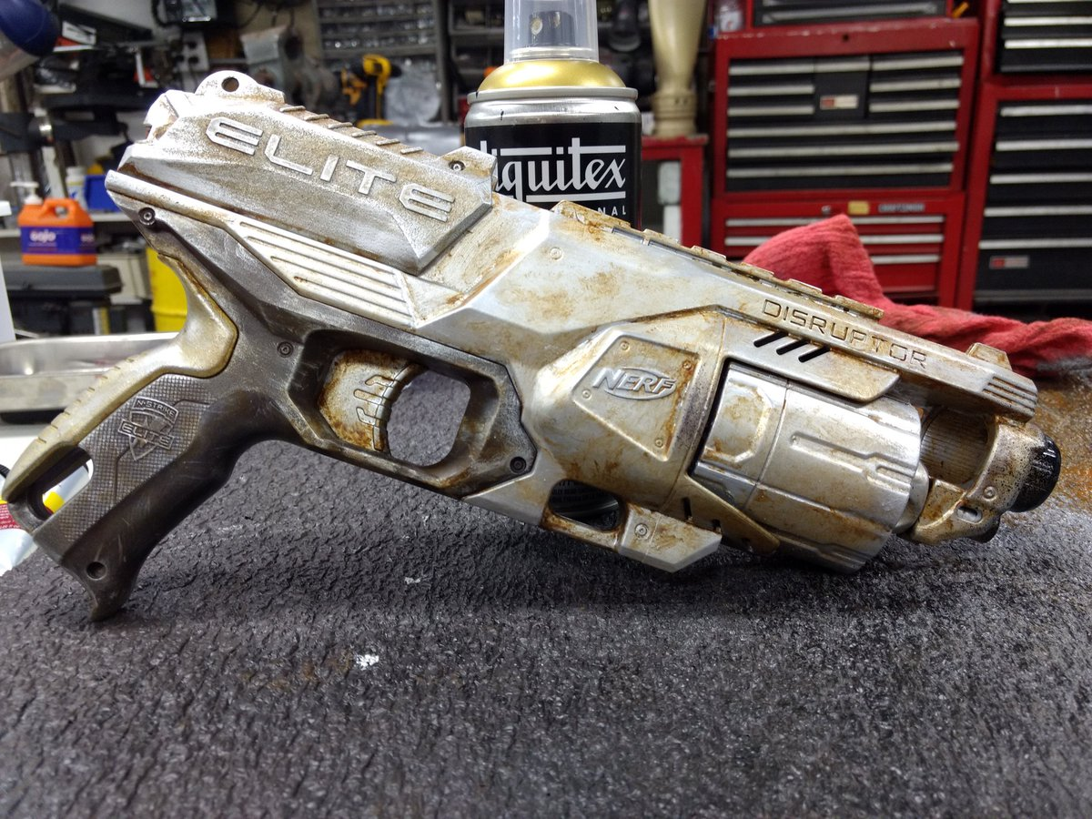 Painted and modded my own nerf gun! Based on Adam Savage  techniques!pic.twitter.com/qL5xvoAExC