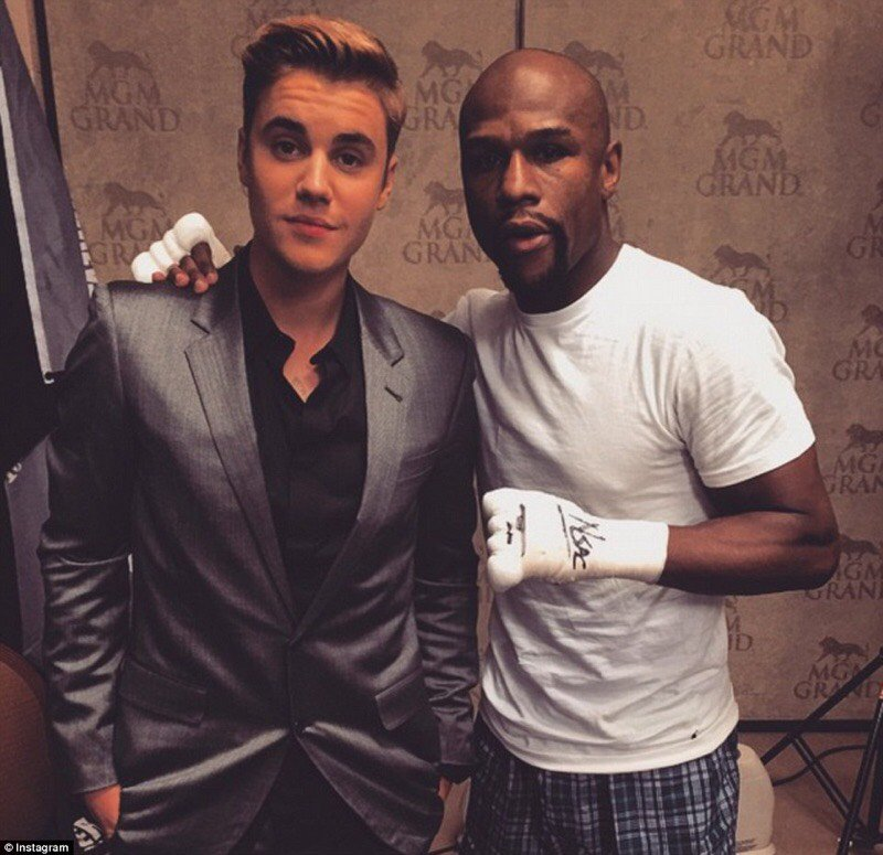 It's getting nostalgic up in here. Remember when @JustinBieber and @FloydMayweather were #LIVEatMGM? Good times! https://t.co/vo0Y0gX44K