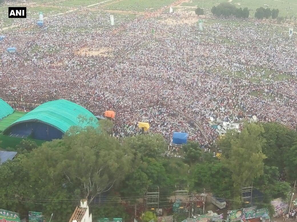 RJD's Patna rally: Picture taken from same point where Lalu Prasad Yadav's purported picture was taken; crowd sizes are different.