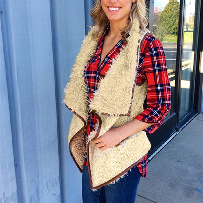 Fur vests are an essentail to stay cozy in the fall 🍁😌 https://t.co/ayELAsfWwF