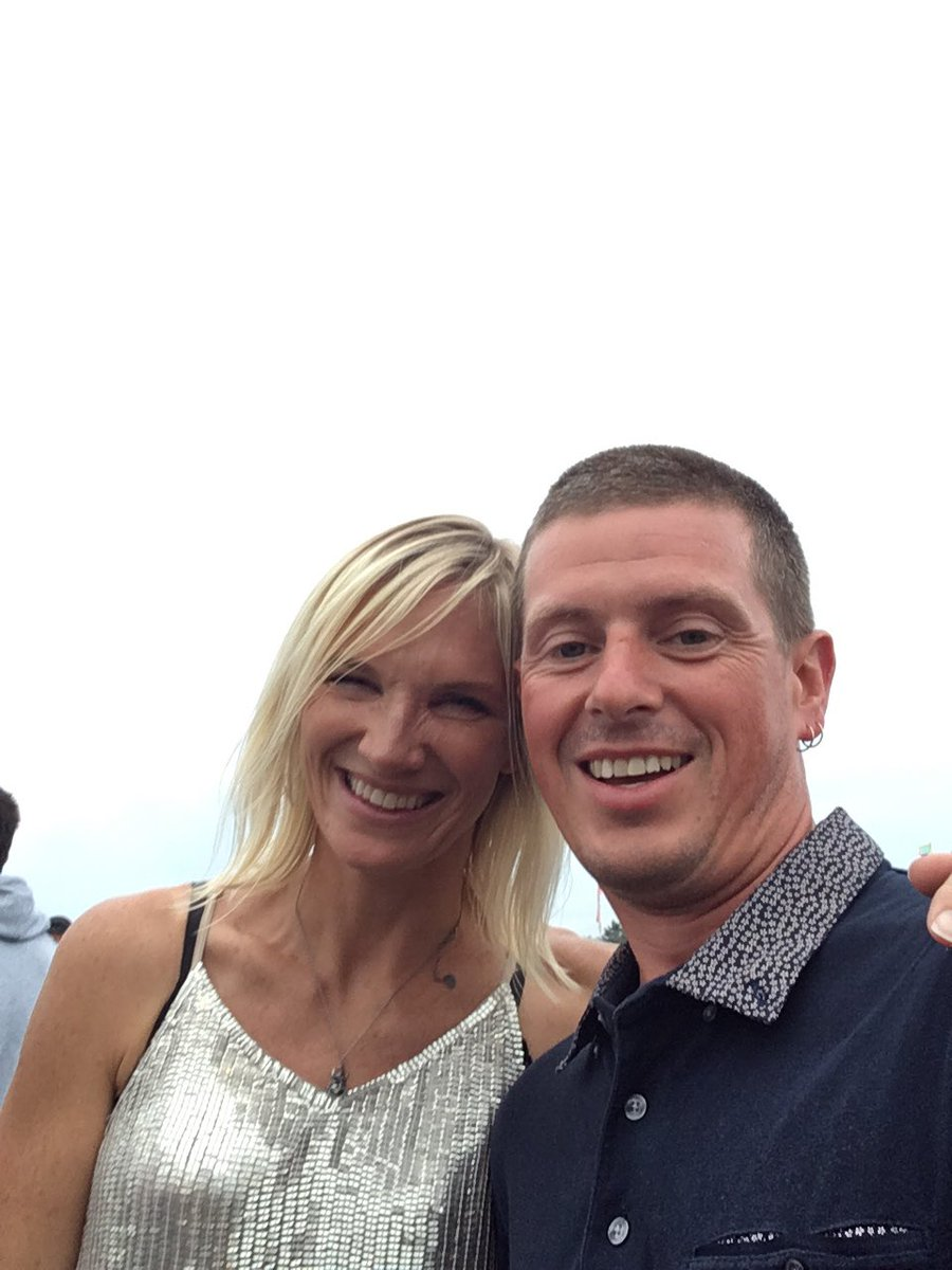 @jowhiley Such a legend. Such a great host for #BigFeastival and so friendly. #thesisterbliss was best so far - but bring on Madness  <br>http://pic.twitter.com/AI7Jd8sMdc
