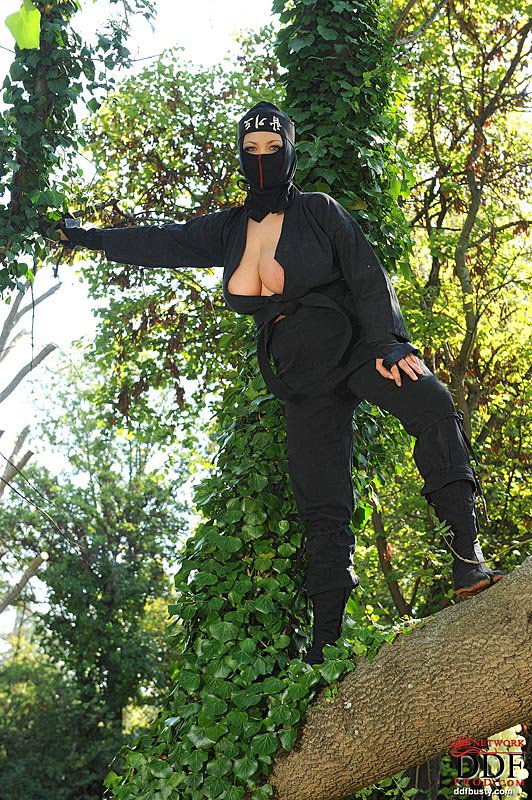 soon-nude-images-of-the-ninja-show-their