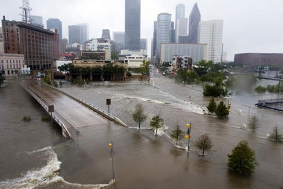 Instead of a wall, billions of dollars could be used for disaster relief, rebuilding, & efforts to reduce climate change #Houston #Harvey https://t.co/mln3nC97yF