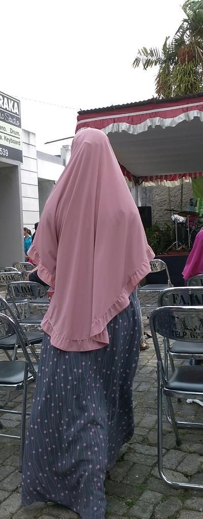 Foto Hijab Syari Tampak Belakang
