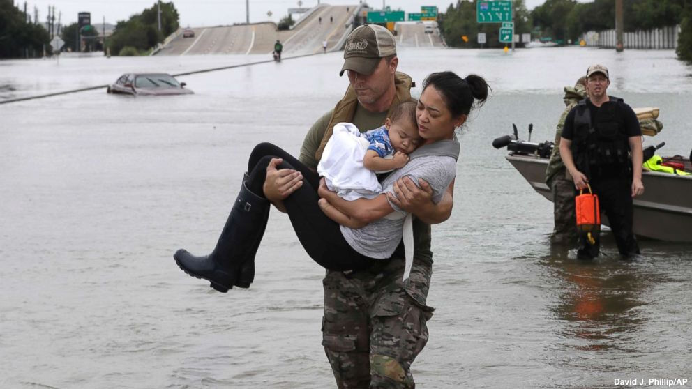 Houston SWAT officer carries mother and her 13-month-old son to safety amid rising floodwaters from #Harvey https://t.co/eI8evMlYpg