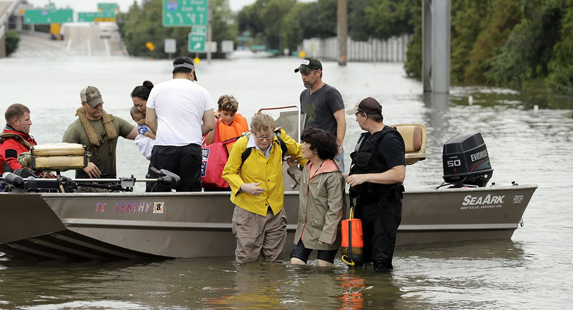 Texas governor says 3,000 guard troops activated in response to Harvey https://t.co/UsdA3TrnAl https://t.co/DBlIig4vHj